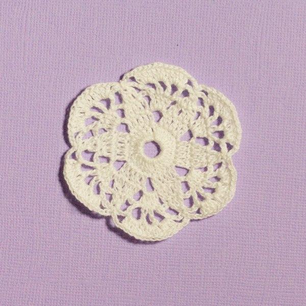 Вязанная мини-салфетка белая 60-65мм  №2256