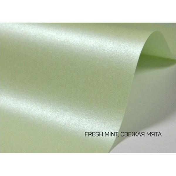 Дизайнерский картон перламутровый свежая мята 20х30см 1 лист