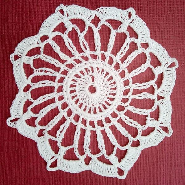 Вязанная белая салфетка 11 см 1 шт 8265